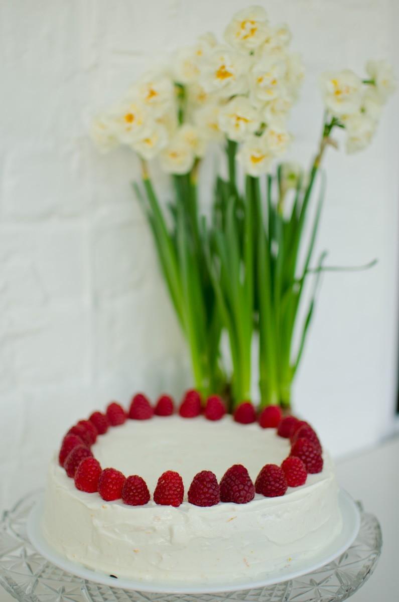 Italian Wedding Cake With Raspberry Filling